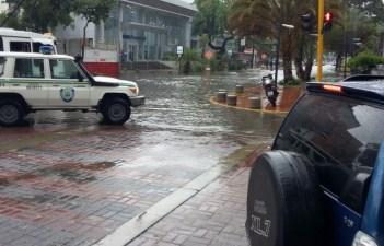 Lluvias siguen afectando principales vías de Caracas