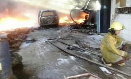 Incendio consumió varios depósitos en Barcelona