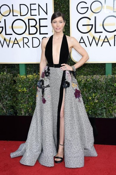 BEVERLY HILLS, CA - JANUARY 08: Jessica Biel attends the 74th Annual Golden Globe Awards at The Beverly Hilton Hotel on January 8, 2017 in Beverly Hills, California. (Photo by Venturelli/WireImage)