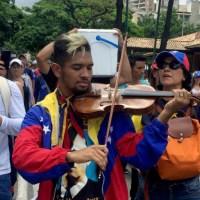 """¡A pesar de la GNB! Wuilly Arteaga ya está """"armado"""" con un nuevo violín"""