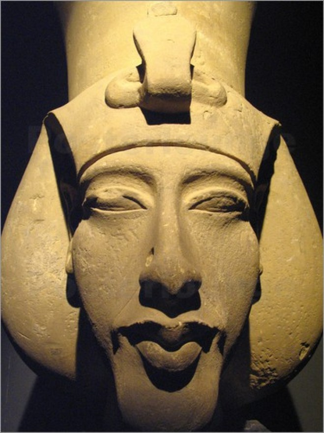 richard-nowitz-statue-of-pharaoh-akhenaten-also-known-as-amenhotep-iv    Elongated Skulls Africa