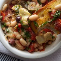 White Bean Puttanesca with Garlic Bread