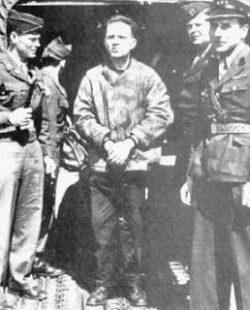 1945HoessCapturedVHO300pxw