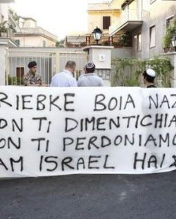 protesta-casa-priebke-01
