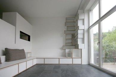 Bücherregal mit Sitzbank