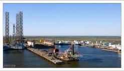 Нефтехранилища на берегу Мексиканского залива.