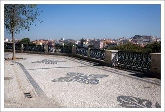 Смотровая площадка Сан Педру де Алкáнтара.