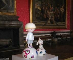 Творения Такаси Мураками - японского художника, который рисует в стиле японских комиксов манга. Королевский дворец, Версаль.