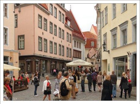 Улица Пикк (эст. Pikk tänav - «Длинная улица»).