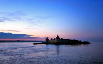 Шлиссельбургская крепость (Орешек) на Ореховом острове в истоке Невы. Ладожское озеро.
