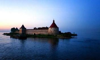 Крепость Орешек вблизи. Второй час ночи. Ладожское озеро.