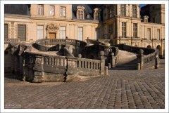 Лестница в виде подковы (её пологие ступени предназначались и для всадников в том числе).