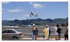 Взлетно-посадочная полоса аэропорта им. Принцессы Юлианы.