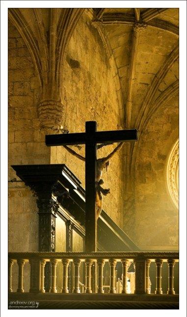 Распятие в луче света. Mosteiro dos Jerónimos.