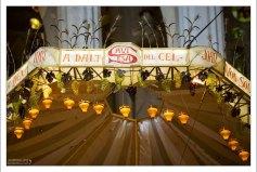 """Виноградные гроздья на """"парашюте"""" в Саграде Фамилии."""