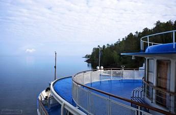 Синие палубы теплохода.