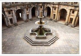 Внутренний двор-клуатр Жуана III.