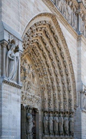 Тимпан над главным входом в Собор Парижской Богоматери.