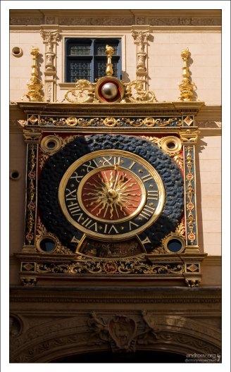 Большие часы 15-го века на улице Часовой башни, Руан.