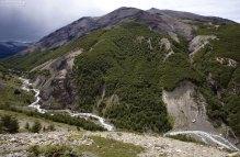 Река Ascencio в долине между двуми холмами.