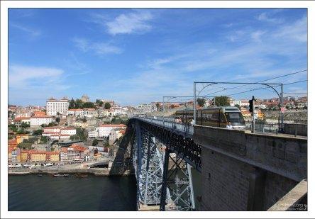 Вид на Порту из его города-спутника - Вила-Нова-де-Гайа.