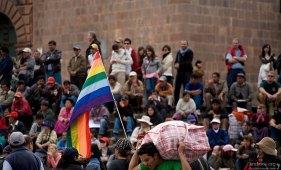 Разноцветный радужный флаг в нашем мире ассоциируется с флагом гомосексуалистов (gay pride). В мире индейцев - это флаг Инков.