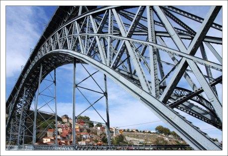 Мост Понте-де-Дон-Луиш с длиной арочного пролёта 172 метра.