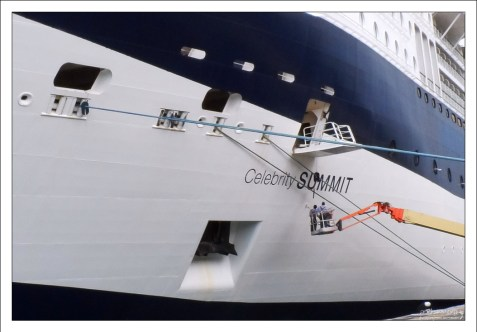 """Круизное судно """"Celebrity Summit"""" в порту города Бриджтаун."""