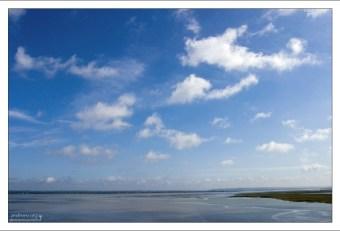 Бывает, вода отходит от Сен-Мишеля на 18 км, и распространяется до 20 км вглубь побережья.