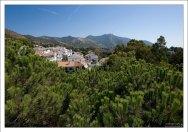 Вид на городок Михас в одноименных горах.