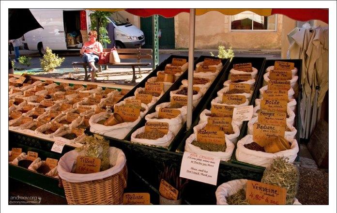 Специи на рынке в Le Bugue.