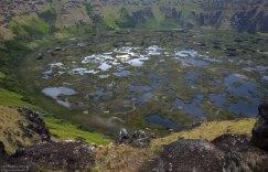 Заболоченный кратер вулкана Rano Kau.