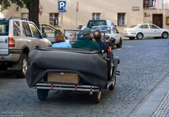 На старых колесах по брусчатке.
