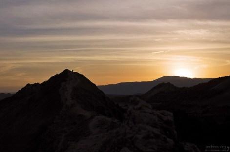 Последние солнечные лучи над Долиной Луны.