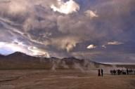 Тучи вперемешку с паром от гейзеров. Эль-Татио.