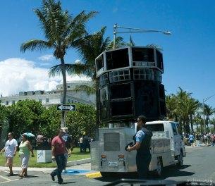 Агитационная машина с громкоговорителями, принадлежащая одной из пуэрто-риканских партий.