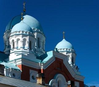 Преображенский собор. Двухэтажный красавец высотой 43 метра с 72-метровой колокольней сочетает в себе черты византийского и русского стиля.