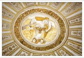Лепнина на потолке Мескиты выполнена под руководством скульптора Хуана де Очоа (16-й век).