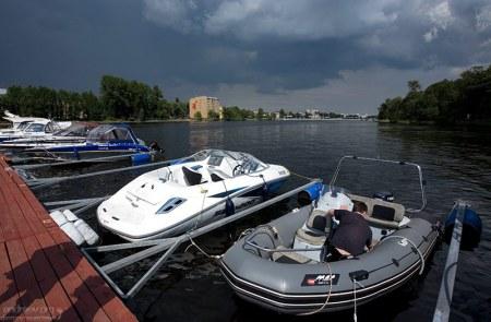 Стоянка для частных катеров и лодок.