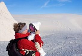 Катя с закутанной Александрой в Белых песках.