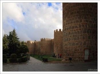 В крепостной стене Авилы 88 башен и 9 ворот.