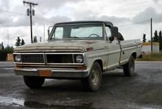 Так выглядит большинство машин, принадлежащих местным. Поселок King Salmon.