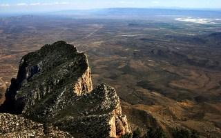 Top of Texas - вершина Техаса, и раскинувшаяся внизу пустыня Chihuahhuan desert.