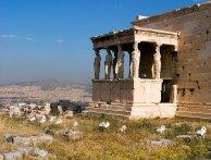Весенние цветы и портик с кариатидами. Акрополь.