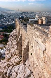 Крутые склоны Акрополя.