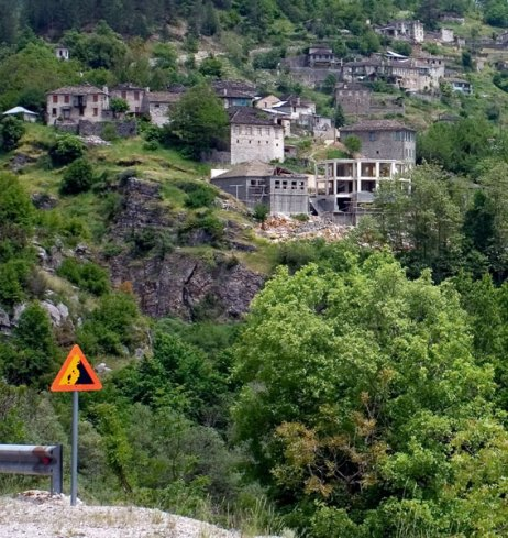 На подъезде к деревне Aristi.
