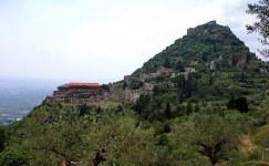 Руины древнего византийского города Mystras (13-й век).