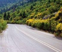 Весенние склоны в горах Parnonas Mountains.