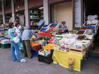 Овощная и фруктовая части Центрального рынка.