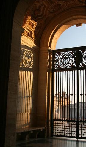Узорные решетки собора Св. Петра.